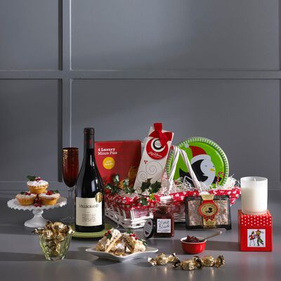 A Taste Of Christmas Festive Gift Hamper In A White Willow Basket (Europe Only)