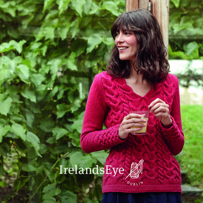 Horseshoe Cable Wool V-Neck Sweater, Berry Colour