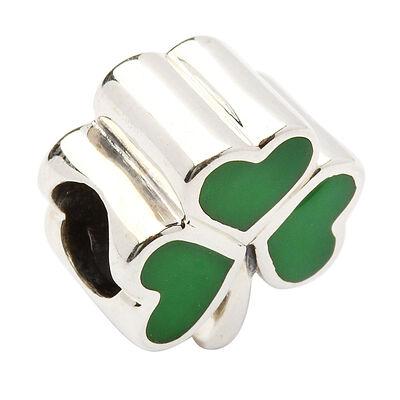 Perlen-Anhänger aus gepunztem Sterlingsilber mit grünem Emaille-Kleeblatt