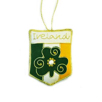 Irisches dreifarbiges Wappen Weihnachtsdekoration mit goldener keltischer Nadelarbeit