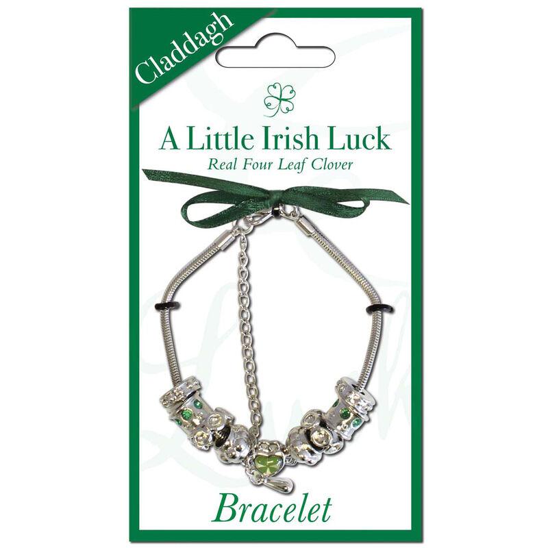 Versilbertes Charm-Armband mit Anhänger eines vierblättrigen Kleeblatts in einem Claddagh-Herz