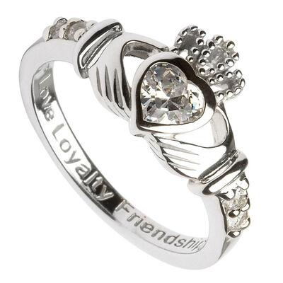 Claddagh-Geburtsstein-Ring April aus gepunztem Sterlingsilber