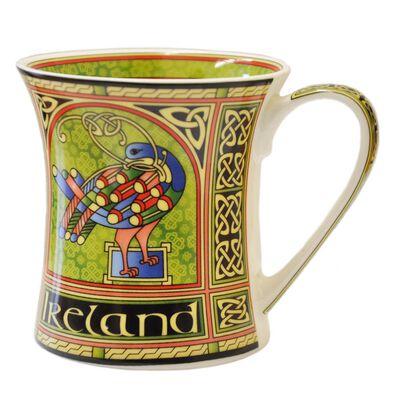 Irland-Tasse mit keltischem Pfau und buntem Muster mit irischem Triqueta-Knoten