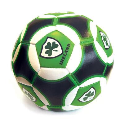 6 Irland grün  weiß & schwarz irischer Fußball mit Shamrock Schild