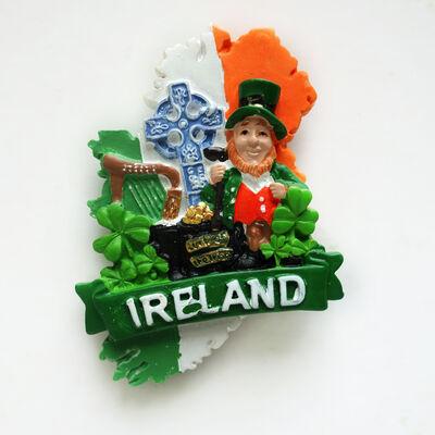 Irlandkarte  dreifarbiger Magnet mit Symbolen Irlands