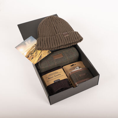 Heritage Traditions Gift Box With Beanie Hat Socks & Hip Flask, Green Colour